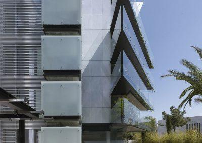 Las fachadas giran 45 grados para conseguir la mejor orientación y unas magníficas vistas hacia el Sur