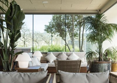 Gran porche cubierto, espacio semiexterior