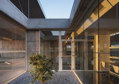 Los patios subdividen el espacio entre las distintas salas