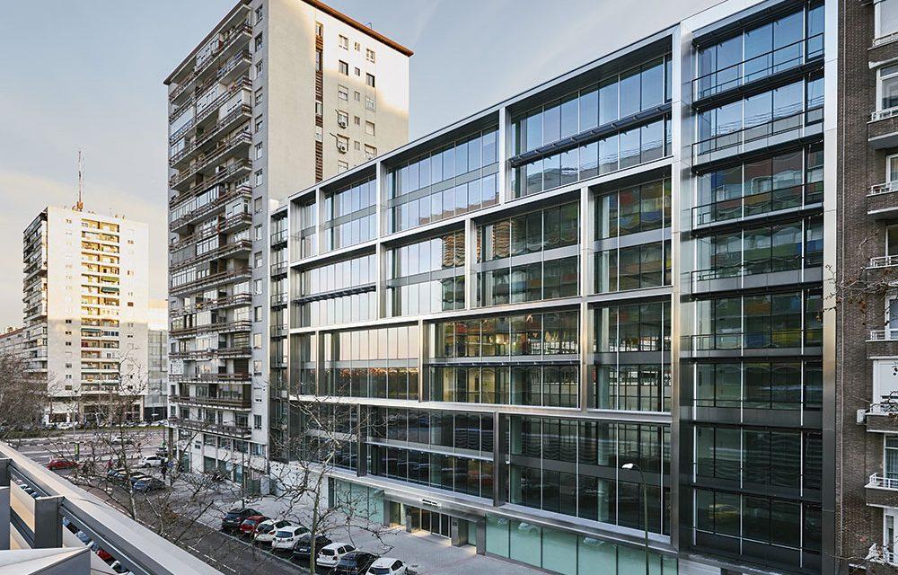 """Edificio de oficinas """"Discovery Building"""" en Madrid"""
