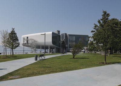 El proyecto recupera los lazos entre el centro de la ciudad y la bahía y ha permitido duplicar la extensión de los jardines