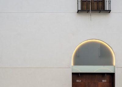 Se recupera la tradición andalusí del propio edificio con un espacio de aires mediterráneos en el típico patio andaluz