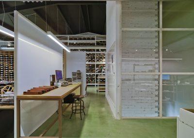 Permanencia de los espacios originales como techo o columnas de ladrillo blanco