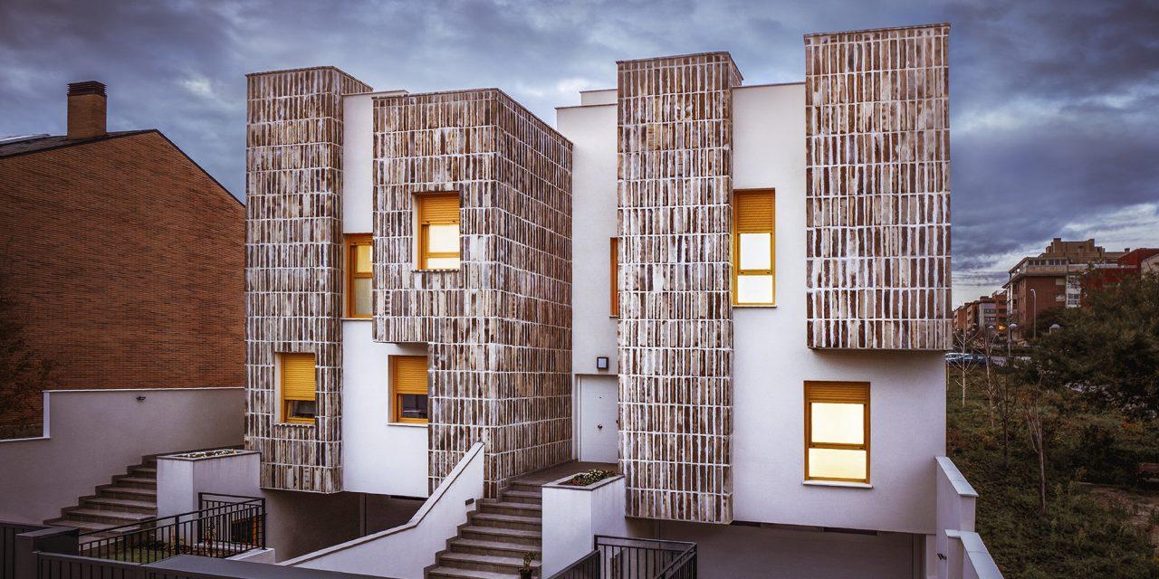 Dos casas adosadas en Montecarmelo de OOIIO Architecture