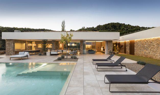 Dom Arquitectura realiza una casa en la Costa Brava (Girona)