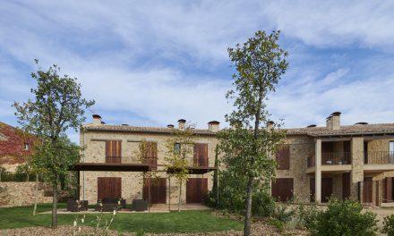 TRONC3 rehabilita una masía del siglo XVIII de más de 1.800 m2 en el corazón del Empordà
