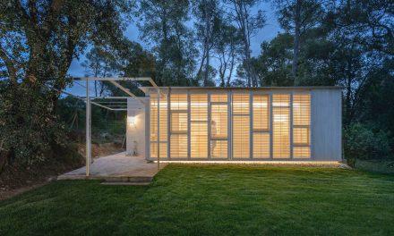 Tallerdarquitectura diseña 'Galería': una casita en el bosque para un retiro saludable