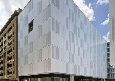 Sistema ordenado de contraventanas en fachada cuya voluntad individual modifica la composición general