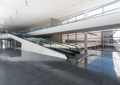 Interior con iluminación nactural y vista a patio