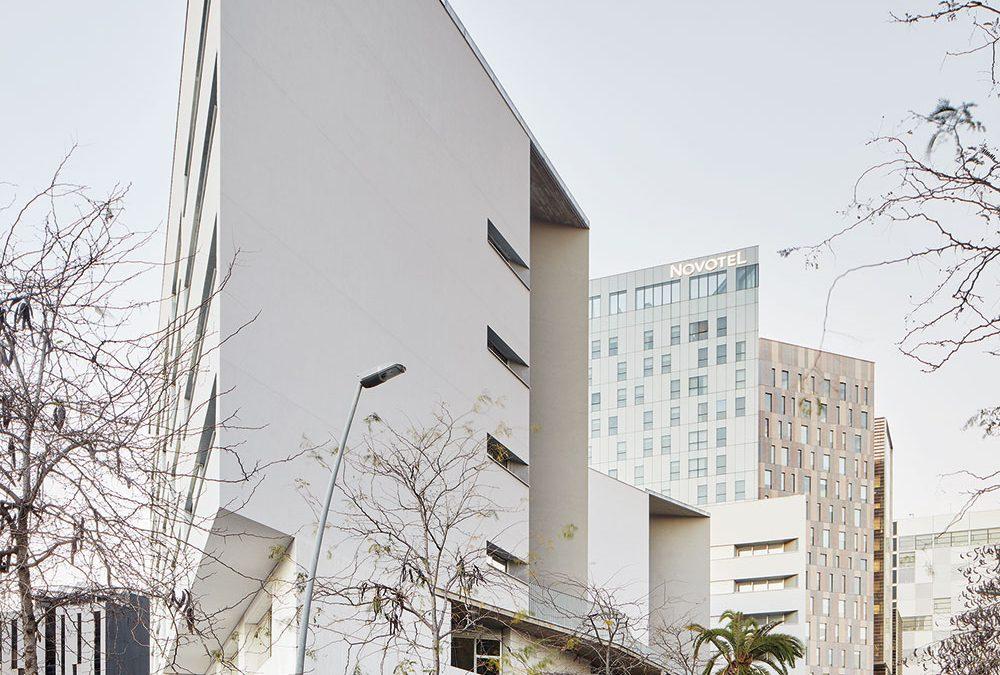 105 viviendas para gente mayor, CAP y casal de barrio en Glorias (Barcelona)