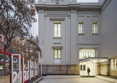El edificio recupera el acceso lateral histórico