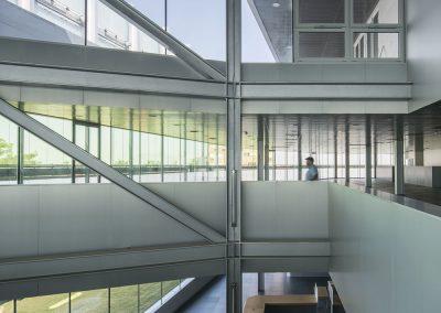 Interiores amplios, confortables y luminosos
