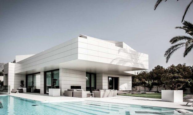 JAS Arquitectura diseña La Casita de África en La Nucia (Alicante) con sistemas GIRA