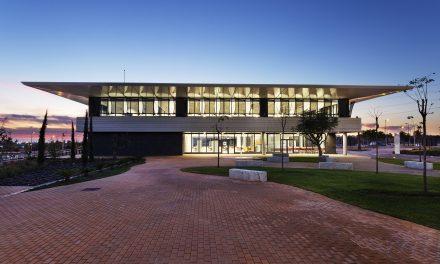El Campus de Sevilla de la Universidad Loyola, diseñado por luis vidal + arquitectos, es el primer campus integrado LEED Platino del mundo