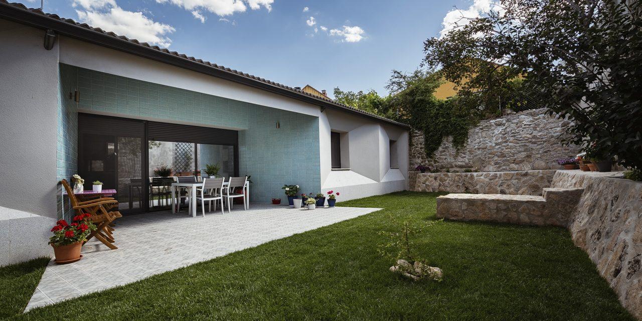 OOIIO Arquitectura realiza la Casa BUS en Bustarviejo (Madrid)