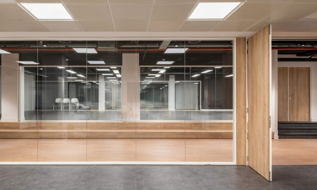 Estudio Azqueta rehabilita un edificio industrial para escuela de negocios y coworking en Madrid