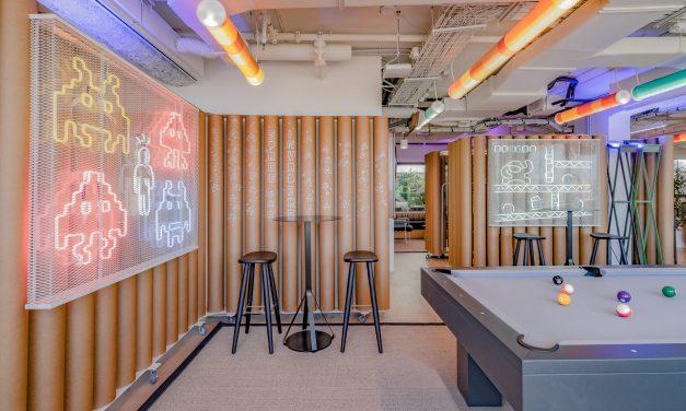 Diversión y algo de trabajo: nuevas oficinas de Xcelirate en Barcelona por Lagranja Design