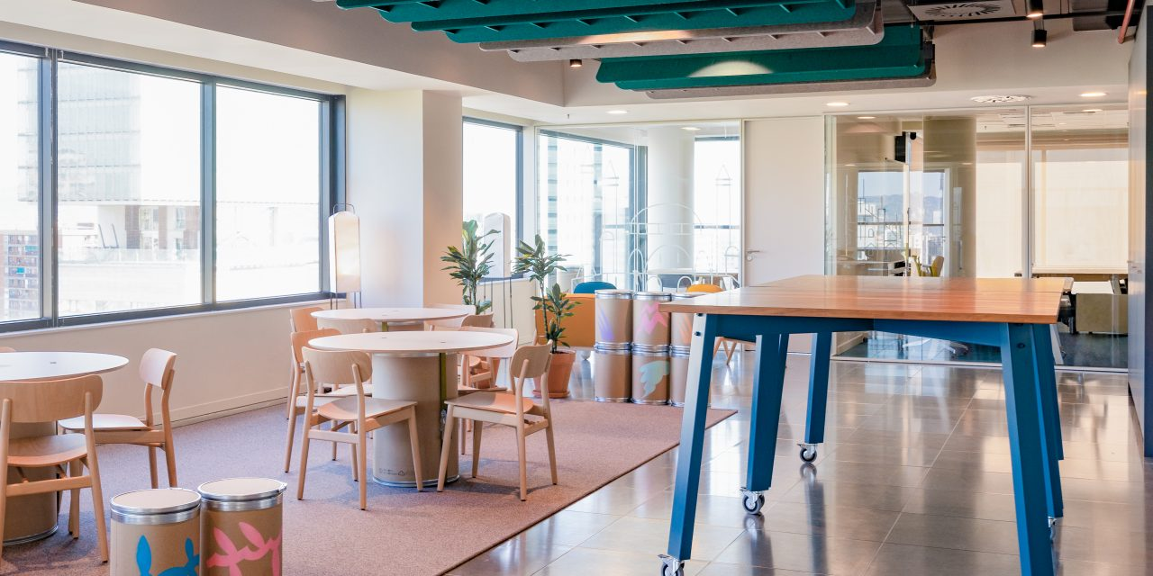 Las nuevas oficinas de Doctoralia por Lagranja Design hacen ilusionante el regreso al lugar de trabajo